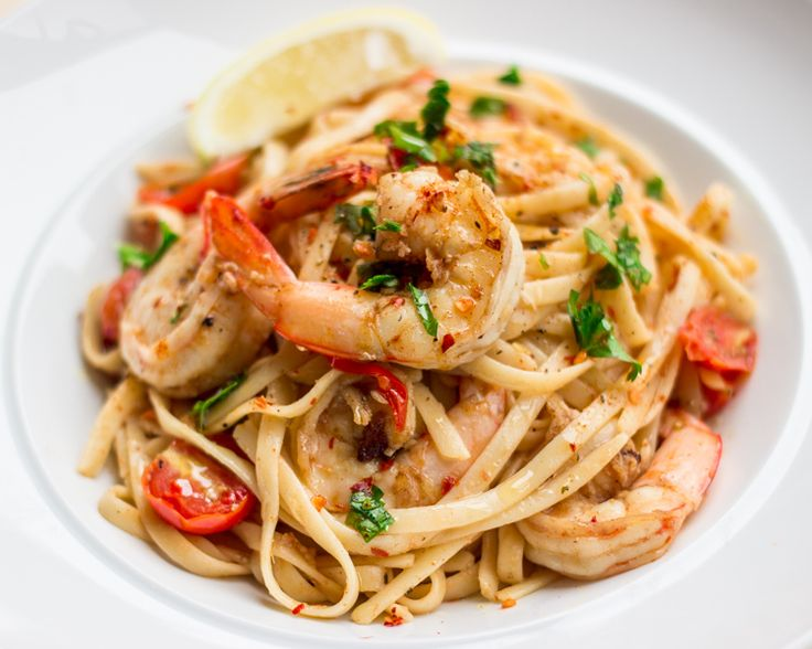 Other than creamy carbonara, chilli prawn linguine is my frequent go-to meal for mid-week dinner. Prawns are fantastic when combined with garlic and butter