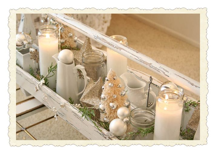 Oh, this is SO me!Christmas Inspiration, Vintage Christmas, Tools Boxes, White Christmas, Christmas Candles, Christmas Decor, Cottages Christmas Tables, Candles Vignettes, Tables Decor