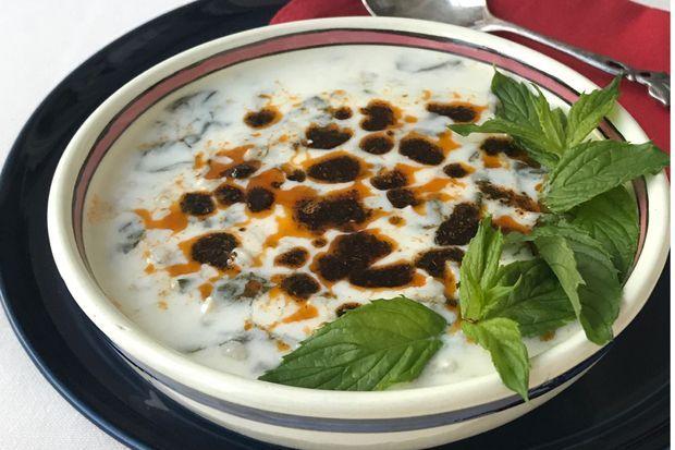 Pazılı yoğurtlu buğday çorbası
