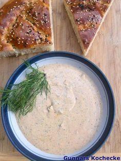 Türkische Feta-Joghurt-Creme mit Dill, Minze und Granatapfelsirup - #Rezept