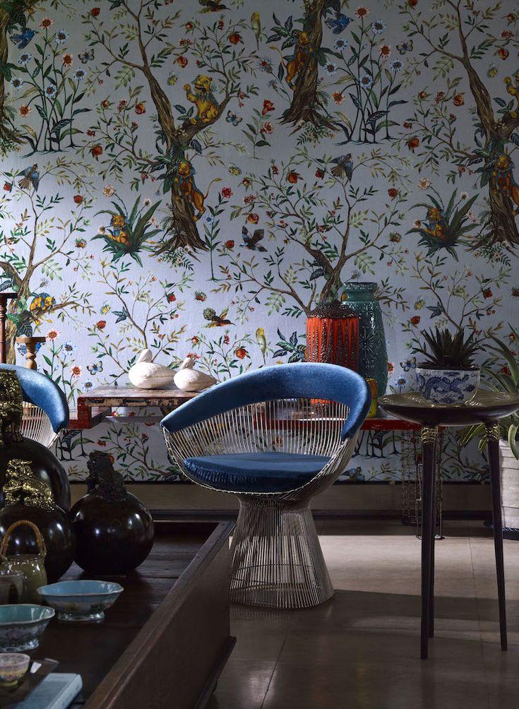 Jim Thompson hat eine besondere Wertschätzung für asiatische Kunst und Kultur. Für die neue Stoffkollektion 2017 vereinte der Chefdesigner Ou Baholyodhin exotische Kultur und Reisen. Ou spielt mit Themen und Symbolen aus der chinesischen Kultur, wie dem mythischen Löwe, der gute Laune, Folklore und Feste bringt. Die Kollektionen zeichnen sich durch helle, karnevalige farbenfrohe und lebendige Muster und Drucke mit Schattierungen aus, die von tropischen Blüten inspiriert sind.