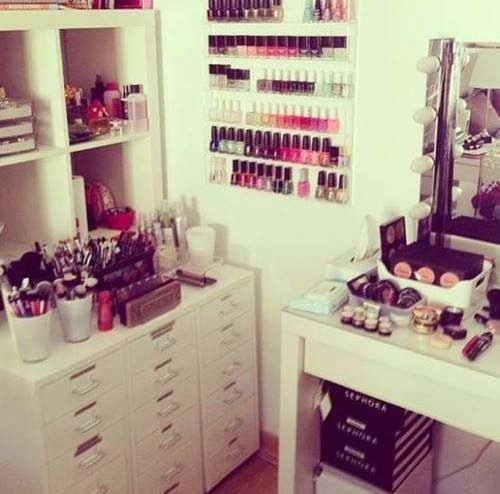 Make Up Storage -This is awesome, but I personally can't stand too much stuff out in the open like that! I don't think I'd ever be able to get it looking as perfect and organized if I had things out~
