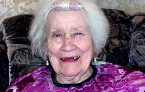 Kobieta wykonuje makijaż 87-letniej babci. Będziesz zaskoczony jej wyglądem! - TopNiusy