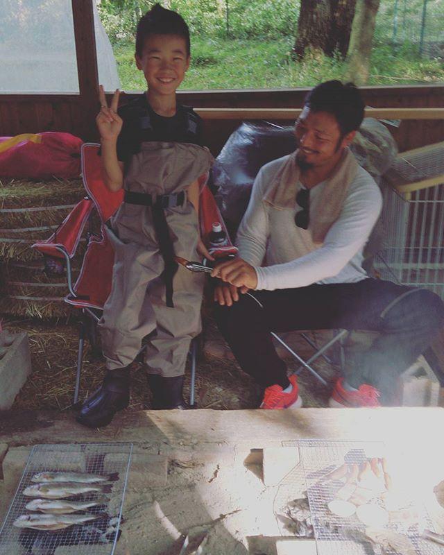 昨日は息子の誕生日。友達がウェダーをプレゼントしてくれた!!今一番欲しいものだったから大喜び♪ #釣り #fishing #ウェダー #誕生日 #誕生日プレゼント #birthday #birthdaypresent #8歳 #息子 #bbq #ニジマス #肉 #焼き肉 #ケーキ #コストコ #渓流 #田舎暮らし #笑顔 #幸せ #happy #smile #life #outdoor #photo #instagood #instagram #beer