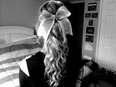 cheerleader ponytail... wish we could wear our hair like this ):