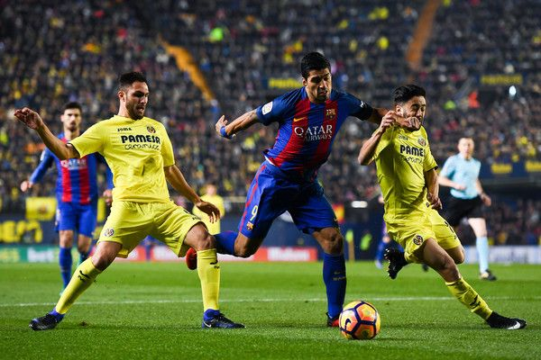 Luis Suarez of FC Barcelona competes for the ball with Victor Ruiz (L) and Jaume Costa of Villarreal CF during the La Liga match between Villarreal CF and FC Barcelona at Estadio de la Ceramica stadium on January 8, 2017 in Villarreal, Spain.