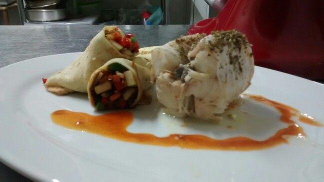 Congrio con rollito de verduras Tai