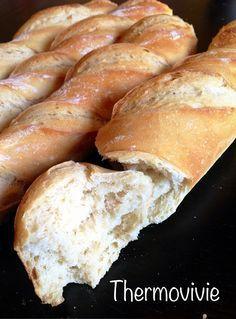 Cette recette est issue de mon acharnement sur mes nombreux essais et ratages de baguettes. Je me suis largement inspirée de la recette des baguettes comme chez le boulanger de l'espace recette, les quantités sont parfaites, mais je n'étais pas pleinement...