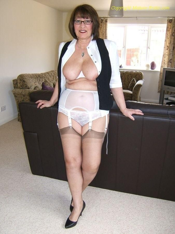 mature-stocking-granny-movies