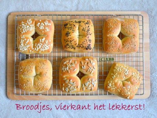 Broodjes, vierkant het lekkerst, recept, handleiding, bakken, oven, deegsteker,binnenstebuiten, zaden, pitten, wit brood, zacht, ontbijt, lunch, picknick.