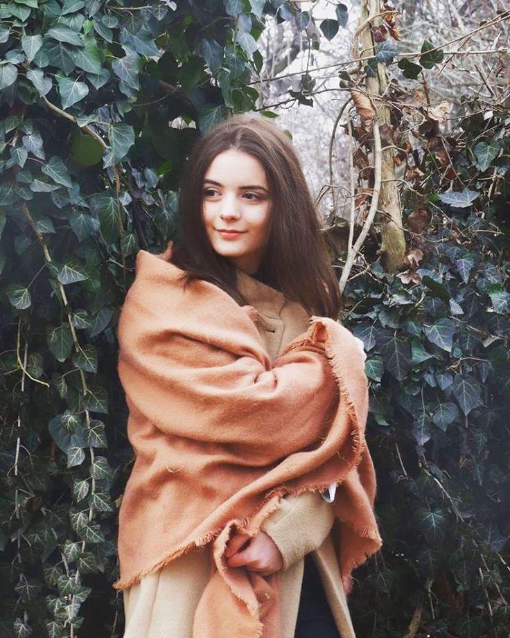 """Raluca PÂRLIȚEANU   Designer de produs   """"Natura rămâne o sursă de inspirație inepuizabilă în lumea artei"""""""