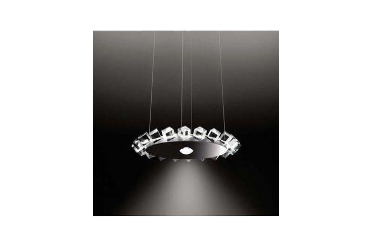 Un pendul elegant, cu cuburi de cristal transparent care îmbracă elegant elementul central. Din colecția Modern by Atas Lighting