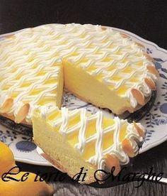 """Crostata meringata al limone. La lavorazione della pasta frolla deve essere la più breve possibile, """"brucia""""cioè al momento di stenderla si.."""