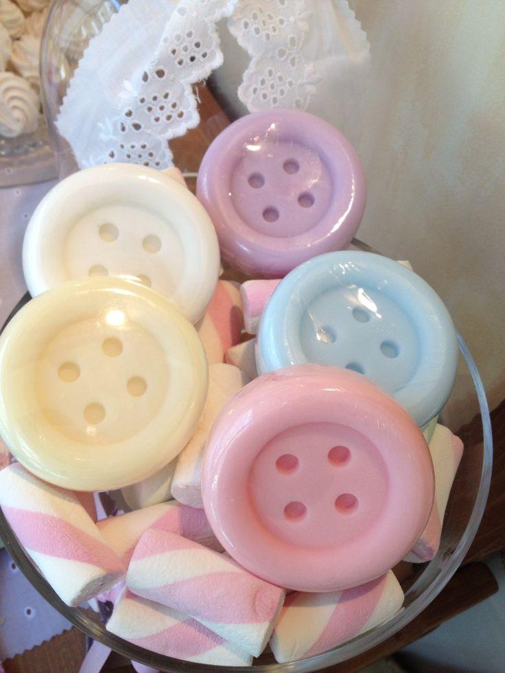 Σαπούνακια κουμπιά για μπομπονιέρα βάπτισης www.nikolas-ker.gr