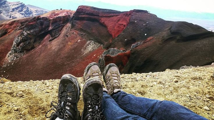 Tongariro Alpine Crossing - The edge of the Red Crater seemed like a good spot to stop and have a picnic #viewsfordays #redcrater #tongariroalpinecrossing #hiking #outdoors #nature #nzmustdo #newzealand #adventures #kiwi_photos...