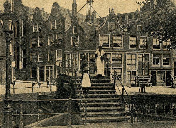 Bruggetje van de Westerkade naar de Lijnbaansgracht nabij de Tuinstraat - 1915