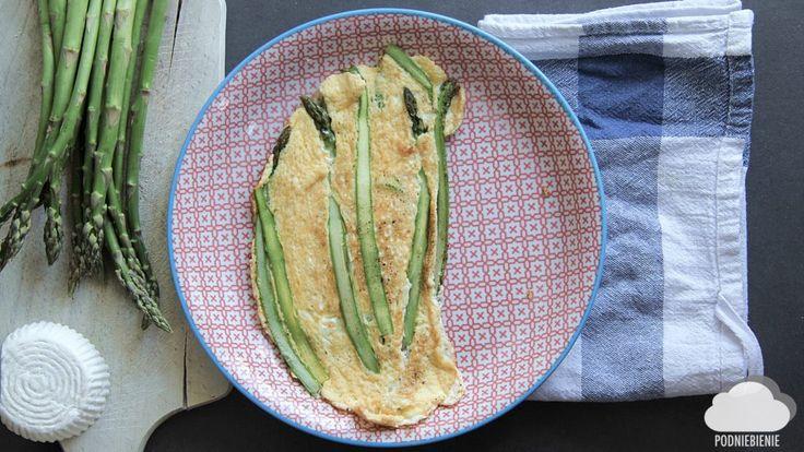 OMLET ZE SZPARAGAMI I RICOTTĄ – PodNiebienie#szparagi #omlet #PodNiebienie #asparagus #omlette #śniadanie #breakfast #śniadanko #poranki #blogkulinarny
