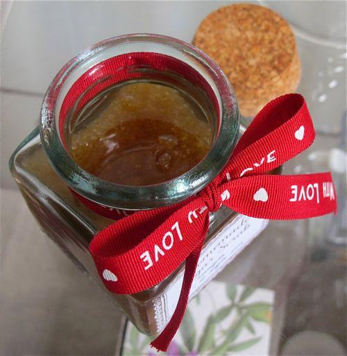Homemade Sugar Scrub - diy gift made by #sfizzy