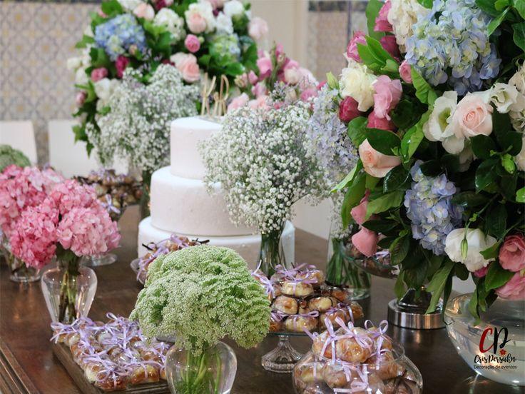 Arranjos para mesa de bolo - festa de casamento