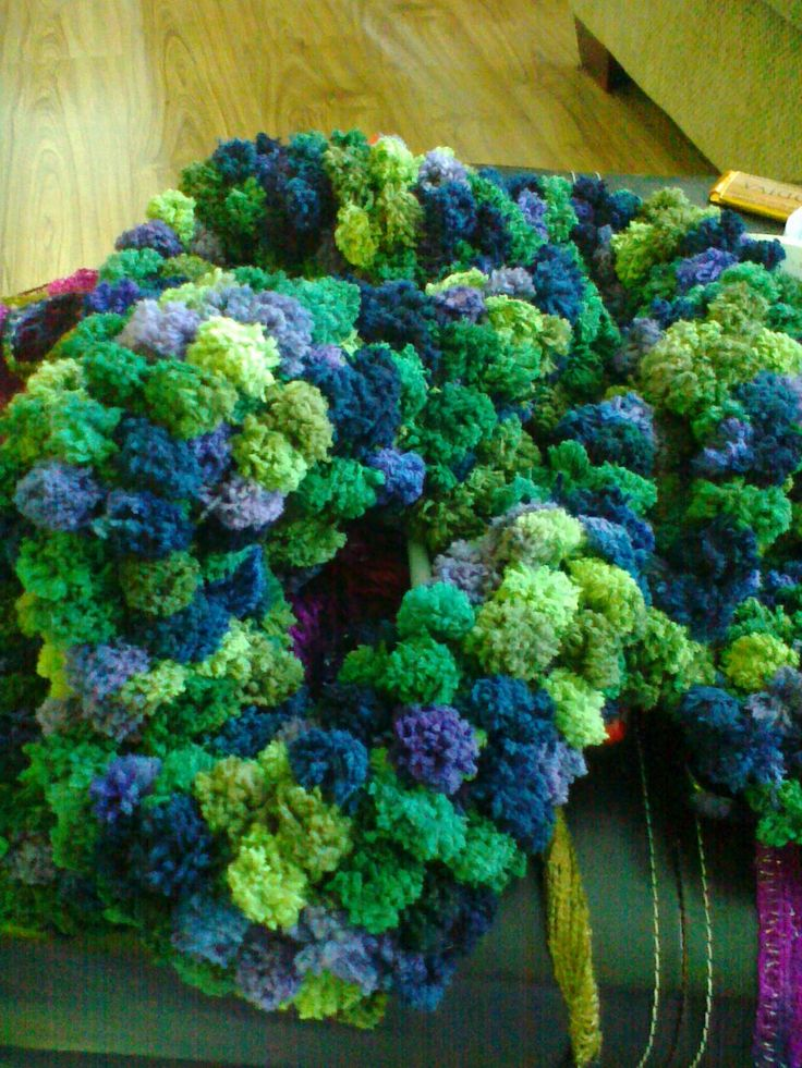 Pom Pom knit scarf