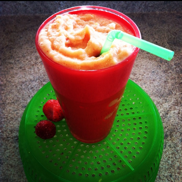 Strawberry mango honey smoothie! | To try | Pinterest
