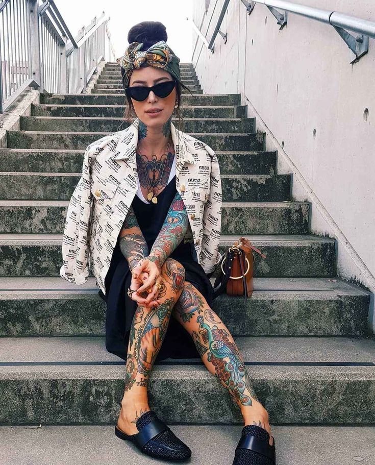 Tattooed model and fashion blogger Sammi Jefcoate, inked girl | United Kingdom, Italy |