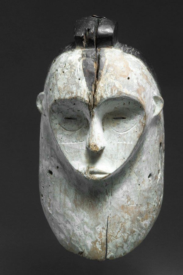 105: Gabon, Fang. Mask. Large mask of ca. 44 cm with ty : Lot 105