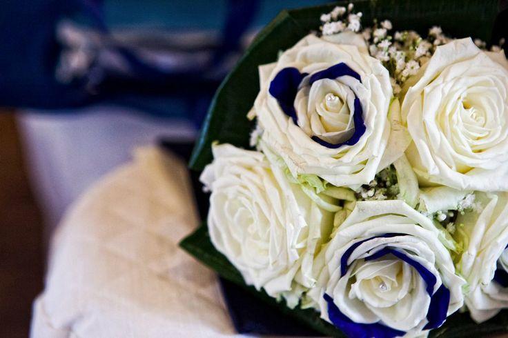 Petali #blu nell'elegante #bouquet da #sposa - foto by Foto Bouquet Bologna