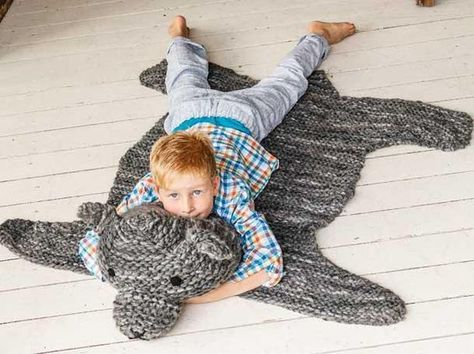 Bärenfell stricken: Strickanleitung für einen bärenstarken Teppich