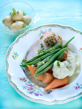 Kogt hamburgerryg med aspargessauce