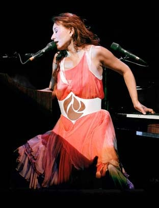 Tori Amos in concert: Artists, Styleicons Brights, Aksu Styleicons, Teenager, Women
