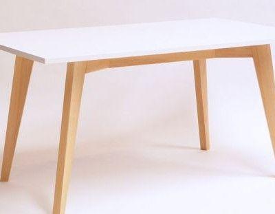 Mesa nórdica blanca y madera