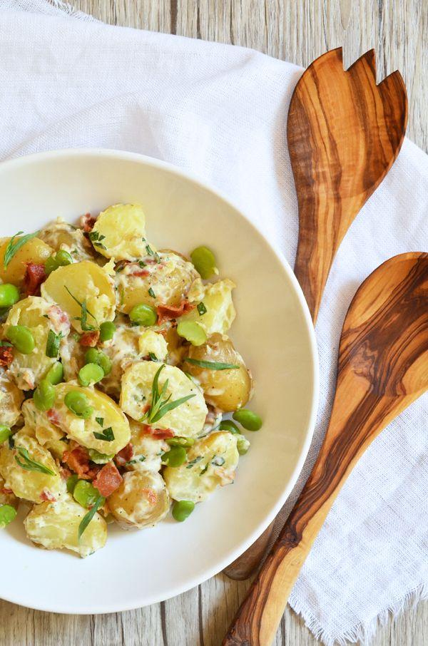 Die Engländer können nicht kochen? Können sie doch – und dieser Kartoffelsalat ist der Beweis! Gegessen habe ich ihn das erste Mal in London, im Garten von Freunden, bei denen wir über das Wo…