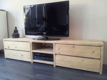 Steigerhouten TV-meubel van gebruikt steigerhout, Rustikal Meubelen maakt uw gewenste (tv)-meubel geheel op maat. Kijk voor meer meubelen en informatie op www.rustikal.nl