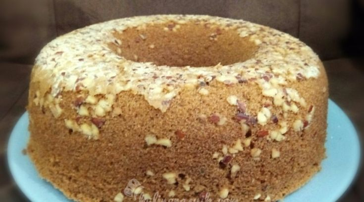Kue tradisional Makassar yang satu ini dijamin bikin lidah bergoyang: Bolu Rampah Makassar. Ingin coba bikin bolu ini untuk keluarga di rumah? Cek resepnya yaa...