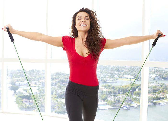 Sliter du med vonde skuldre? Her er 5 gode øvelser som kan gi mindre smerter, mer bevegelse og bedre funksjon! Begynn allerede i dag.