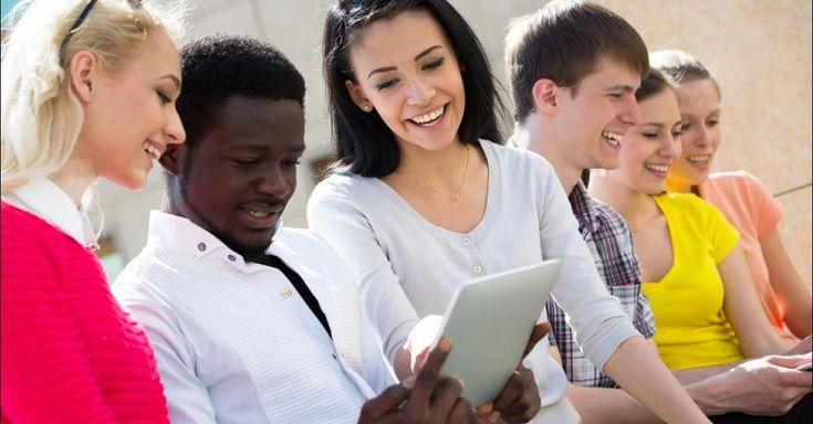Deutsche Universitäten sind bei ausländischen Studierenden beliebt. Zuletzt waren 250.000 sogenannte Bildungsausländer an deutschen Universitäten eingeschrieben. Doch nach Studienende zieht es vor allem die Top-Absolventen wieder weg aus Deutschland – obwohl die gut ausgebildeten Nachwuchskräfte auch bei hiesigen Unternehmen begehrt sind.