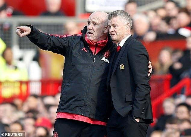 Manchester United Appoint Mike Phelan As Full Time Assistant Manager To Ole Gunnar Solskjaer With Images Manchester United Ole Gunnar Solskjaer Manchester