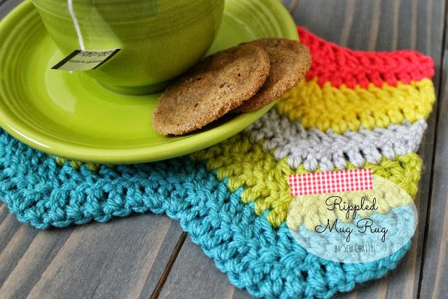 21 Cute and Quick Crochet Projects featured by top US crochet blog, Flamingo Toes: Sew Chatty: {Crochet Rippled Mug Rug Tutorial}