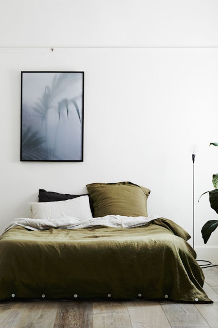 Our duvet cover set contains a duvet cover and set of 2 standard pillowcases made from 100% linen woven from French flax, pre-washed for softness and durability. Button closure at edge of duvet cover,
