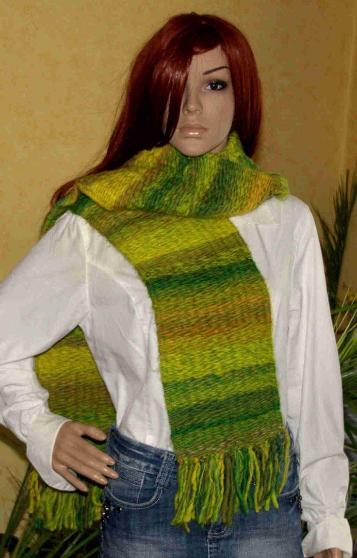 Handgewebter Schal aus Mille Colri Big im Farbverlauf grün