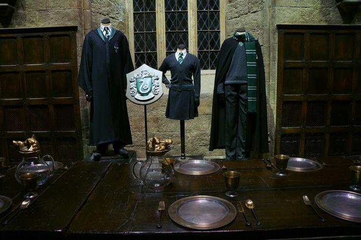 Studio filmowe, gdzie kręcono Harry'ego Pottera, udostępnione do zwiedzania, gdzie na każdym kroku czają się atrakcje. Świetnie zrobione, z genialnym sklepem z pamiątkami - jeżeli macie ochotę na czekoladowe żaby czy sweter Gryffindoru, jesteście w dobrym miejscu. Jest i kremowe piwo!