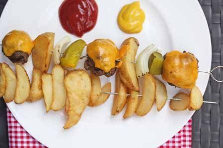 cheeseburger kebabs5Fries Kebabs, Cheeseburgers Kebabs, Kebabs Recipe, Chase Cheeseburgers, French Fries, Dinner Ideas, Grilled Potatoes, July 4Th Recipes, Erin Chase