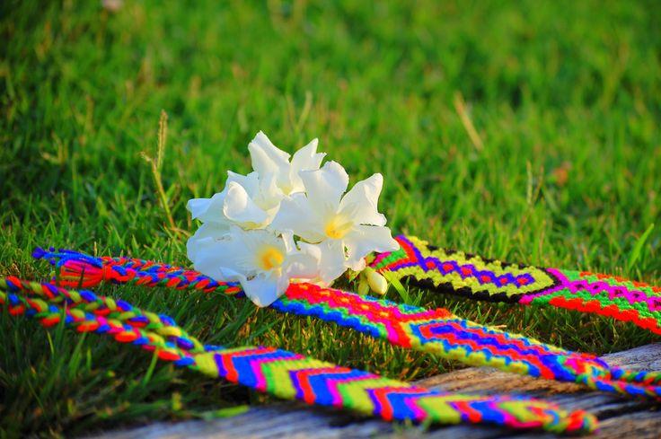 Bracelets Summer Fluorine by Milú    www.milubracelets.com    #braceletes #milubracelets #handmade #trenzadas #fluor #colorful #flores #fluorine
