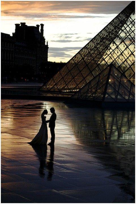 Bride & groom at Le Louvre, Stephenson Imagery, Paris romance