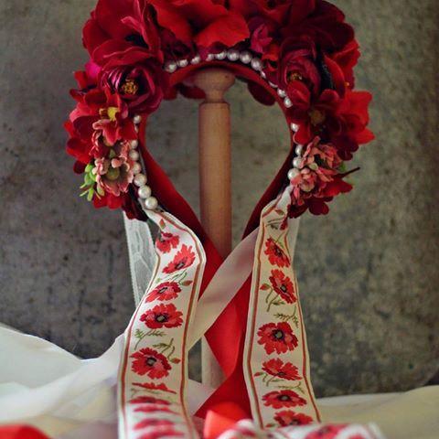 #svadobna #slovenskyfolklor #slovakproduct #slovakia #slovakiafolklore #folklore #ludovy #weddingwreath #wedding #svadobna #svadobnaparta #flowerwreath #flowers #vlastnavyroba #homemade #fashionstyle #fashion #stylish #style #kvetinovacelenka #kvety #red #cervena ..soon on my website