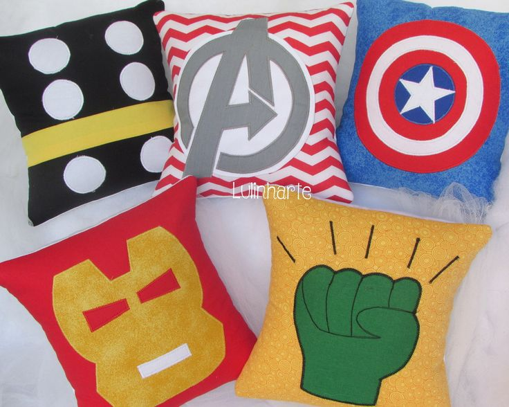 Kit de 5 almofadinhas no tema Vingadores. <br> <br>Tudo com tecidos…