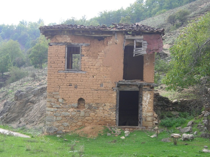 Ruins of an old home in Vatohori