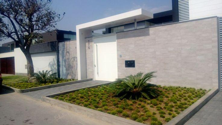 Lima peru 2013 la molina fachada minimalista plantas for Casas modernas lima