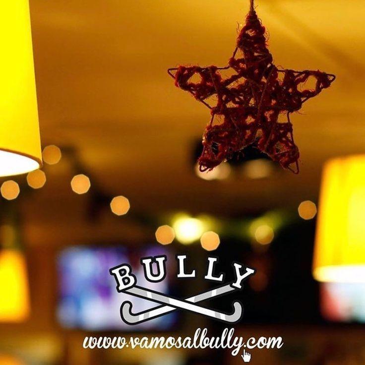 En Navidades en el #vamosalbully #Donostia #SanSebastian estamos contigo. Mañana Domingo 31 abierto hasta las 16:30h. Lunes 1 cerrado todo el día. Abrimos de nuevo el martes 2. Si quieres reservar te dejamos nuestro telefono 943 21 42 87 y en la web tienes más información. Hoy ya tenemos la #CocinaAbierta para cenas Has visto que bonito está nuestro comedor estas Navidades?